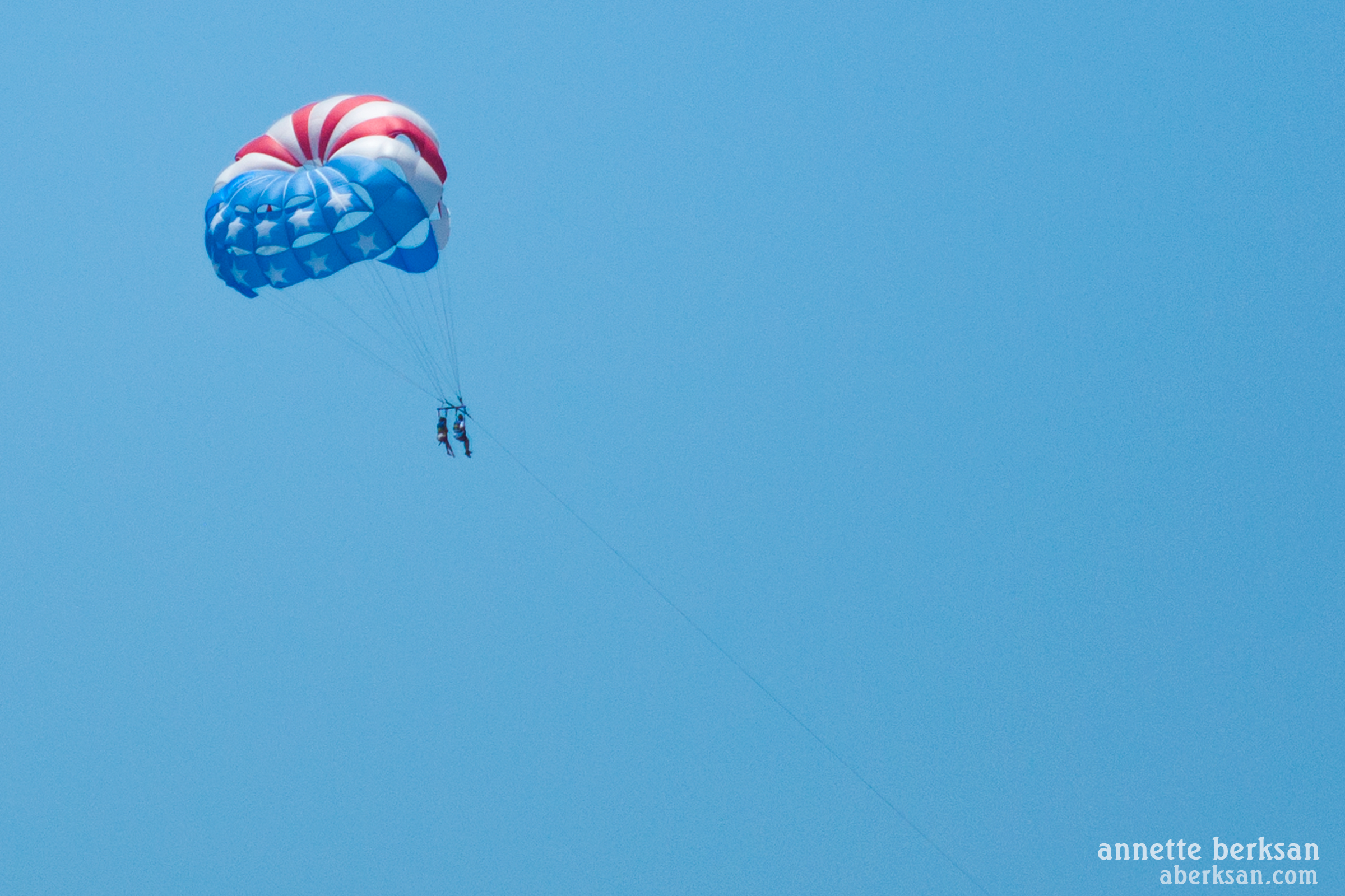 2 people parasailing